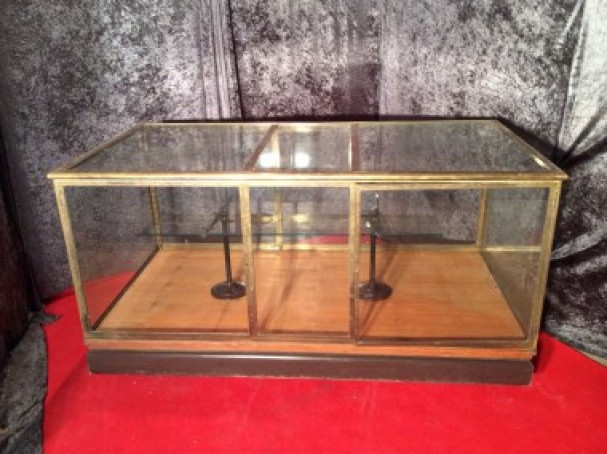 ancienne vitrine comptoir de magasin vitrines anciennes guy laurent setruk antiquit s. Black Bedroom Furniture Sets. Home Design Ideas