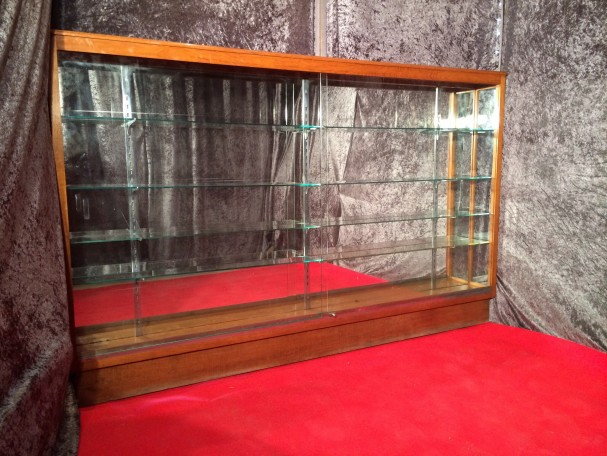 ancienne vitrine de magasin vitrines anciennes guy laurent setruk antiquit s. Black Bedroom Furniture Sets. Home Design Ideas