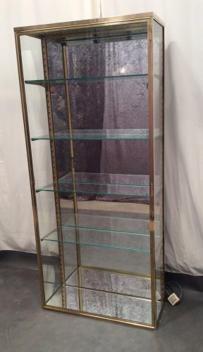 ancienne vitrine de magasin verticale r serv dm les derni res trouvailles guy laurent. Black Bedroom Furniture Sets. Home Design Ideas