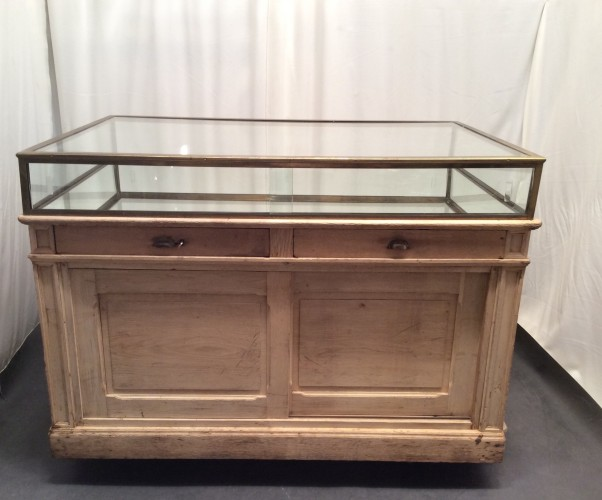 ancien meuble vitrine de magasin vitrines anciennes guy laurent setruk antiquit s. Black Bedroom Furniture Sets. Home Design Ideas
