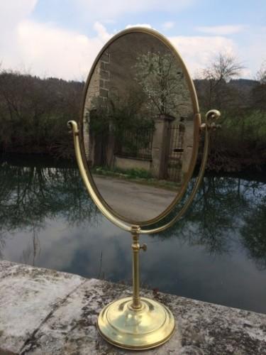Ancien miroir de magasin en bronze