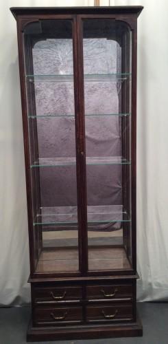 Ancienne vitrine de pharmacie.