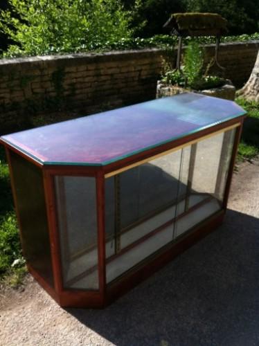 Bureau, comptoir vitrine