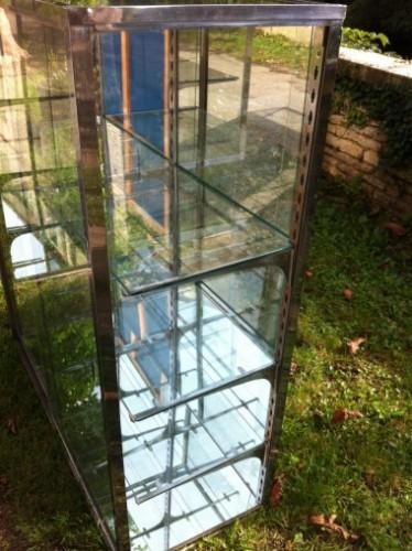 Paire de vitrines anciennes