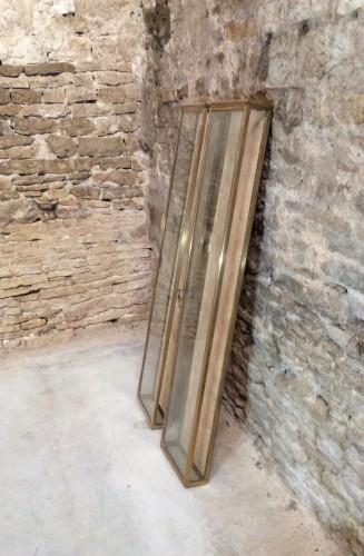 Paire de vitrines murales anciennes.