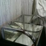 Vitrine plate, chromée et verre bombé